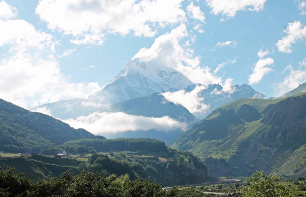 Zu Füßen des Berges Kazbegi