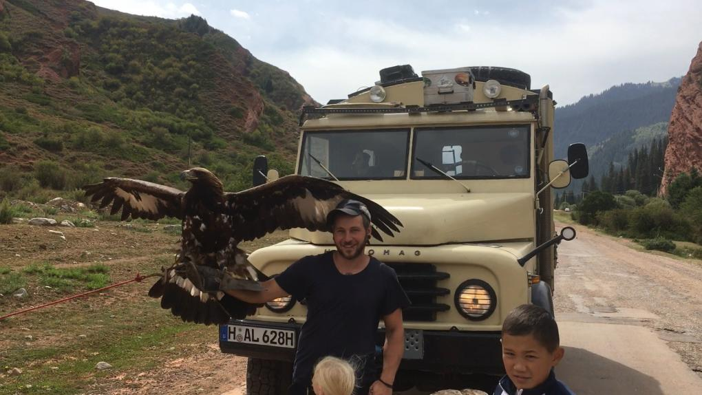 Andy und ein Steinadler, Kirgistan